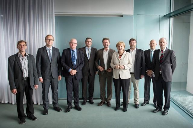 Bundeskanzlerin Angela Merkel: Foto vor dem Gespräch zur Frage der Vereinbarkeit von Familie und Beruf 2014